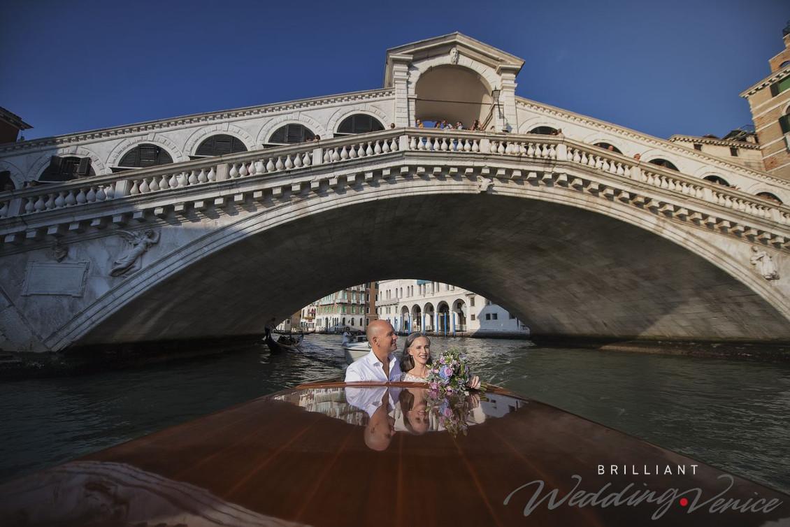 Свадьба в Венеции в Италии на террасе с красивым видом